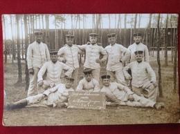 Foto AK WW1 Gruppenfoto Soldaten Mit Mütze Uniform Ca. 1913 Hallenser Jungens Paul Riediger Neuhammer Queis - Uniformen