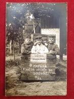 Foto AK WW1 Gruppenfoto Soldaten Mit Mütze Uniform Ca. 1913  Paul Riediger Neuhammer Queis - Uniformen
