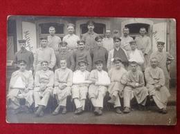 Foto AK WW1 Gruppenfoto Soldaten Mit Mütze Uniform 1918 Lazarett Bad Ems - 1914-18