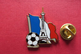 Pin's,ville,PARIS,Tour Eiffel,bleu Blanc Rouge,foot,soccer - Villes