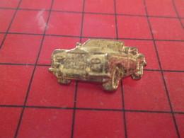 710e Pins Pin's  / Rare Et De Belle Qualité / THEME AUTOMOBILE : ROLLS-ROYCE DECAPOTABLE METAL JAUNE - Pin's