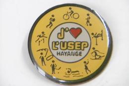 Pin's - Ville HAYANGE USEP Union Sportive Sports Cyclisme Tennis De Table Boxe Athlétisme Natation Football ....... - Villes