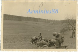 Wehrmacht - Stoßtruppen - Granatwerfer 34 (8-cm GrW 34) - Schießübung - Stahlhelm - Guerre, Militaire