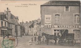 R : Manche : LESSAY :  Vue , La  Rue De  La  Poste ( Hotel  Manautines , Charette ) - France