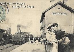 """Fouilly Les Bécots """"Qui Trop Embrasse Manque Le Train """" Très Belle Carte Train Vapeur Gare Soldat 1906 - Bergeret"""