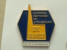 Pin's JOURNEES DENTAIRE STRASBOURG - Badges