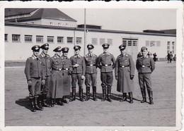 Foto Gruppe Deutsche Soldaten - 1943 - 8*5,5cm (40648) - Krieg, Militär