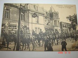 C.P.A.- Argentan (61) - Boulevard Carnot - Passage Du 13 ème Hussards - Hôtel Du Cheval Blanc - 1910 - SUP (BG94) - Argentan