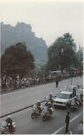 Postcard Police Motorcycle Outriders Escort The Pope Mobile Range Rover Princess Street Edinburgh 1982  My Ref  B13108 - Motorbikes