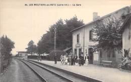 44 - LES MOUTIERS EN RETZ  : La Gare SNCF ( Bon Plan Animé Prix Des Quais ) - CPA - Loire Atlantique - Les Moutiers-en-Retz