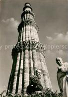 73481003 Delhi Deutsche Missionare Vor Dem Minarett Kutab Minar Delhi - Inde