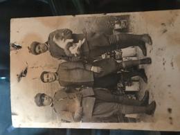 Fotografia 3 Militari Prima Guerra Mondiale WWI Divise Cappelli Gradi Stellette - Guerre, Militaire