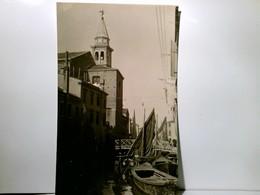 Chioggia. Canal. Alte, Selten AK S/w.  Partie Am Canal, Boote, Gebäude, Person, Kirche, Brücke, Venedig, Venez - Italien