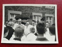 RÉVÉREND DOYEN DE YVOIR NAMUR WALLONIE BELGIQUE 17 PHOTOS ORIGINALES RÉUNION + 1 CARTE POSTALE + 1 COUPURE DE PRESSE - Yvoir