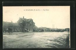 CPA Etaples, La Gare, Parkende Automobiles Vor Dem Le Bâtiment De La Gare - Etaples