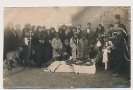 REAL ANCIENNE PHOTO, PHOTO MORTUAIRES Woman Femme - Post-mortem,  Damaged Photo ORIGINAL - Foto