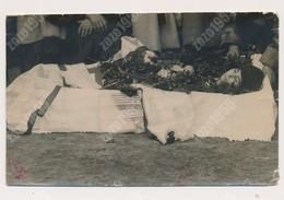 REAL ANCIENNE PHOTO, PHOTO MORTUAIRES Girl Woman Femme - Post-mortem,  Damaged Photo ORIGINAL - Photos