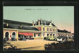 CPA Roanne, La Gare, Parkende Automobiles Am Le Bâtiment De La Gare - Roanne