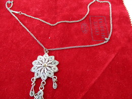 Bijoux Fantaisie/Chaine Avec Pendentif Maghreb/Pendentif Métal Argenté/ /Main De Fatma/ Vers 1960-1970     BIJ93 - Jewels & Clocks