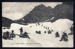 CP 7- CPA ANCIENNE- MILITARIA-GROUPE DE CHASSEURS ALPINS- LA PAUSE SUR UN GLACIER- BELLE ANIMATION - Militaria