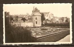 PHOTO ORIGINALE AOUT 1938 - VANNES LA TOUR DU CONNETABLE XV ème SIECLE - PARC JARDIN - MORBIHAN (56) - Lieux