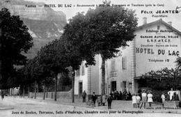 Nantua  01   Hotel Du Lac (Pres De La Gare -et Rue Tres Tres Animée_Jeux De Boule_Terrasse_Chambre Noire Pour Photo - Nantua