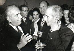 Samy Siritzky Discute Avec Louis De Funès - Célébrités