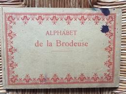 ALPHABET DE LA BRODEUSE Lettres,Chjffres,Monogrammes Et Ornements BIBLIOTHÈQUE D.M.C  TH. De Dillmont ÉDITEUR  Dornach - Cross Stitch