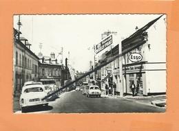 CPSM -  Creil -(Oise) - Rue De La République - (Auto , Voiture Ancienne , Station Essence ESSO , - Creil