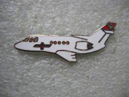 Pin's Avion Médical De La Réga Suisse - Airplanes