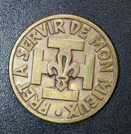 """Jeton De Scoutisme """"Pret à Servir De Mon Mieux / Aujourd'hui Ma B.A."""" Scouts De France - Professionnels / De Société"""