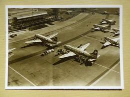 AEROPORT / AIRPORT / FLUGHAFEN        ZURICH 1947/48   CARTE MODERNE DC 4 ET DC 6 SWISS AIR - Aerodromi