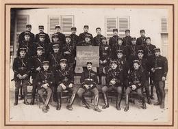 MAGNIFIQUE PHOTO GARDE REPUBLICAINE MOBILE / 51 EME PELOTON / MARSEILLE A PRIORI / 12X17 / COLLEE SUR CARTON FORT - Guerre, Militaire