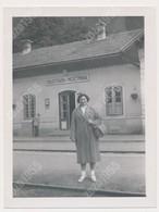 REAL PHOTO Ancienne Woman On Railway Station  Železniška Postaja Mojstrana Slovenia - Personas Anónimos