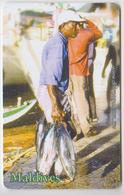 MALDIVES - FISHERMAN WITH FISHES - Maldive