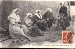 LES SABLES D'OLONNE Sablaises Travaillant Au Filet LL 168 1911 - Sables D'Olonne