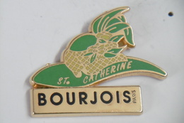 "Pin's - Parfums BOURGEOIS ""Sainte Catherine"" Chapeau De Catherinette - Perfume"