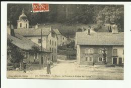 25 - Doubs - Les Gras - La Place - Fontaine Et Hotel De L'Union - Animée - - France