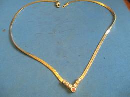 Bijou Fantaisie/Collier Mailles Plates Dorées Avec Pendentif Verroterie  Diamants-rubis/Bonne Soirée/Vers 1980    BIJ100 - Jewels & Clocks