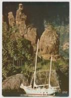 NUKU HIVA - Les Iles Marquises - MONTAGNE, LAGON, VOILIER - CPM TBon Etat (voir Scan) - French Polynesia