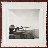 Snapshot. Photo D'un Homme Sur L'aile D'un Avion. - Aviación