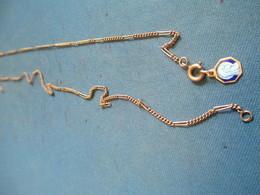 Bijou Fantaisie Ancien/Chainette Métal/Mailles Alternées Maillons -aiguilles/Médaillon ND Lourdes /Vers 1930-50   BIJ105 - Jewels & Clocks