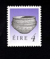 758885996 1990 1995 SCOTT 770 POSTFRIS  MINT NEVER HINGED EINWANDFREI  (XX)  ART TREASURES OF IRELAND - 1949-... République D'Irlande