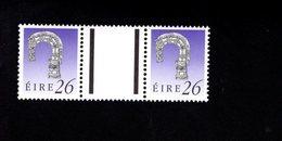 758892629 1990 1995 SCOTT 779 POSTFRIS  MINT NEVER HINGED EINWANDFREI  (XX)  ART TREASURES PAIR WITH LABEL BETWEEN - 1949-... République D'Irlande