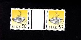 758893316 1990 1995 SCOTT 789 POSTFRIS  MINT NEVER HINGED EINWANDFREI  (XX)  ART TREASURES PAIR WITH LABEL BETWEEN - 1949-... République D'Irlande