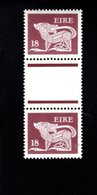 758896760 1981 SCOTT 470 POSTFRIS  MINT NEVER HINGED EINWANDFREI  (XX)  TYPE OF 1968 - DOG  PAIR WITH LABEL BETWEEN - 1949-... République D'Irlande