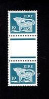 758896991 1981 SCOTT 471 POSTFRIS  MINT NEVER HINGED EINWANDFREI  (XX)  TYPE OF 1968 - DOG  PAIR WITH LABEL BETWEEN - 1949-... République D'Irlande
