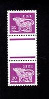 758897222 1982 SCOTT 475 POSTFRIS  MINT NEVER HINGED EINWANDFREI  (XX)  TYPE OF 1968 - DOG  PAIR WITH LABEL BETWEEN - 1949-... République D'Irlande