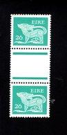 758897585 1982 SCOTT 474 POSTFRIS  MINT NEVER HINGED EINWANDFREI  (XX)  TYPE OF 1968 - DOG  PAIR WITH LABEL BETWEEN - 1949-... République D'Irlande