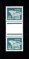 758898032 1981 SCOTT 472 POSTFRIS  MINT NEVER HINGED EINWANDFREI  (XX)  TYPE OF 1968 - DOG  PAIR WITH LABEL BETWEEN - 1949-... République D'Irlande